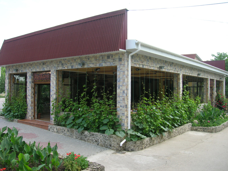 Кампари (бар, гостиница, магазин) фасад
